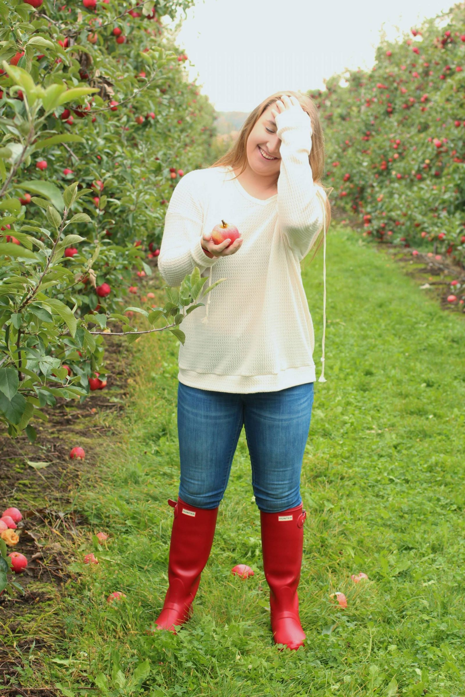 Picking some Apples - Pearls and Polkadots